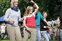 Multižánrový festival Coulour Meeting přilákal do parku u městských hradeb v Poličce stovky návštěvníků.