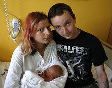 PATRICIE KOLBÁBKOVÁ je prvním dítětem Lenky a Stanislava ze Svitav. Narodila se 1. srpna ve 13.41 hodin, vážila 2800 gramů a měřila 49 centimetrů. Tatínek byl u porodu.