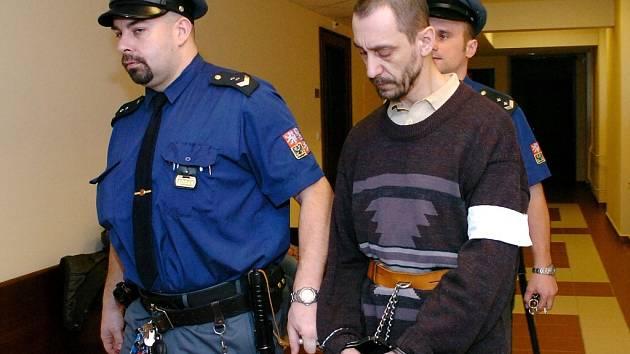ODSOUZENÝ Michal Brožek  se déle než rok sexuálně ukájel na  nezletilé dceři.