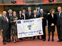 Zástupci města přivezli z Bruselu ocenění pro Evropské město sportu na rok 2015.