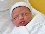 ONDŘEJ DŘÍNOVSKÝ. Haně a Milošovi z Lubné se 6. listopadu narodil druhý syn. Měřil 48 centimetrů a vážil 3,06 kilogramu.