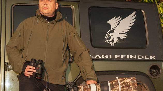 ROMAN CHRIST z Jevíčka se stal adoptivním rodičem orla mořského. Záchranná stanice z peněz pokryje péči o orla.
