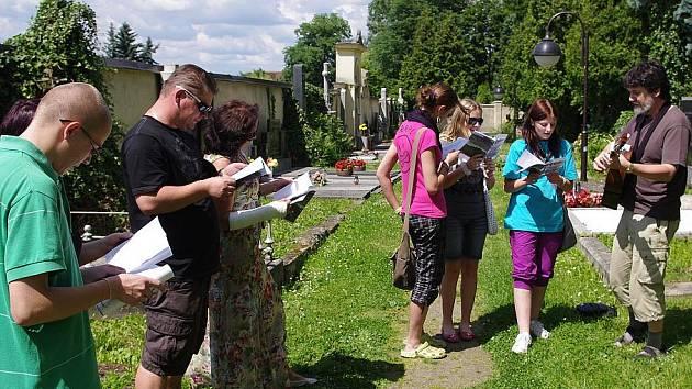 Členové Muzejního historického klubu Záviš uctili památku 180 pruských vojáků, kteří zahynuli ve Svitavách v roce 1866.
