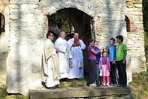 Poutníci a skauti se v Muzlově poklonili památce misionáře