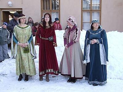 Výstavu Branou muzea do středověku zahájil v Poličce král Přemysl Otakar II. s manželkou Kunhutou.
