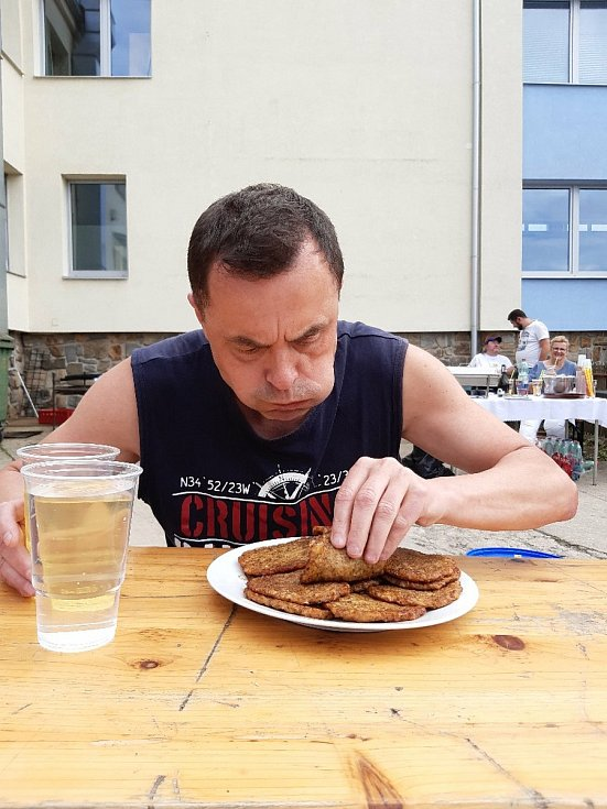 Maxijedlík Jaroslav Němec, bramboráky.