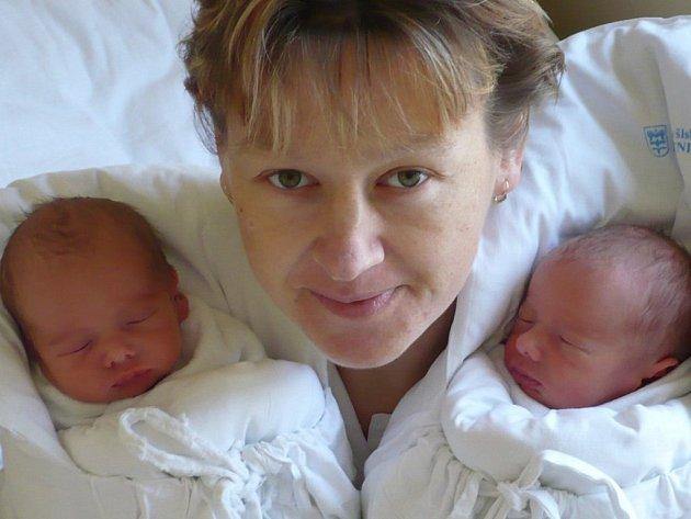 KRYŠTOF A TADEÁŠ  SVOBODOVI.  Dva krásní kluci se narodili  manželům Radce a Zdeňkovi  ve čtvrtek 13. listopadu  v 9.38 hodin.  S rodiči a dvěma bratry   bydlí v Doubravici.