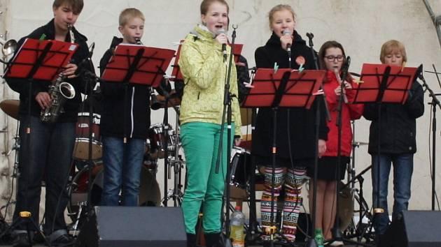 MORAVSKOTŘEBOVSKÉ ARKÁDY, to je především zpěv a ukázky umění talentovaných dětí ze  základních uměleckých škol z celé republiky. Předvedl se i domácí Junior Band.