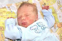 OLIVER DOLEŽAL.  První listopadový den přišel na svět syn maminky Kristýny Doležalové. Jeho křik se rozlehl porodním sálem padesát pět minut po půlnoci. Bydlet bude v Ostrově.