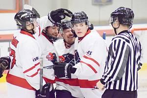 Radost v řadách chrudimských hokejistů panovala, jenom se o ni neměli s kým podělit. Diváci na stadion nemohli.