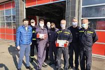 Lidé v regionu pomáhají hasičům