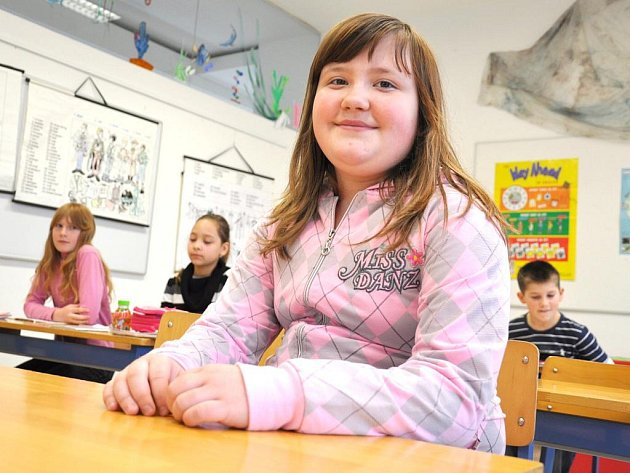 Dana Pakostová. Usměvavá  dívka z páté třídy  dokázala  zachránit  život své  mamince i sobě.  Řídila se pokyny  operátorky z tísňové linky a nezpanikařila.