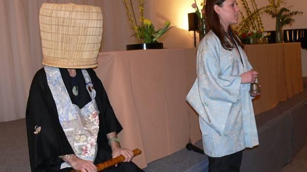 Hráč na bambusovou flétnu docent Vlastislav Matoušek.