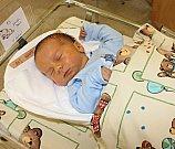 PATRIK NOVÁK je druhý syn Evy a Petra z Osíku. Přišel na svět 4. dubna. Vážil 3,42 kilogramu a měřil půl metru. Vyrůstat bude s tříletým bráškou Ríšou.