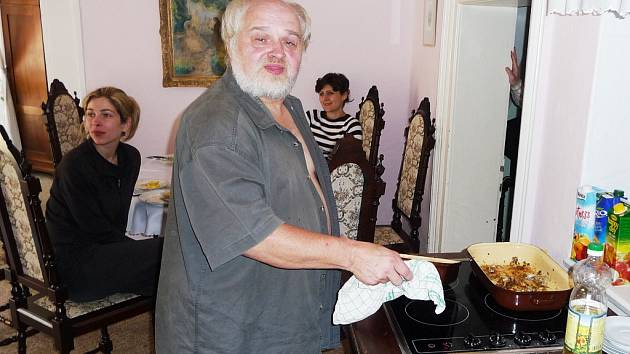 Pěvec Ivan Kusnjer je úspěšným rybářem a také zručným kuchařem.