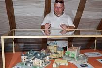 Modely hradů a zámků najdou lidé v domě zbrojnošů. Nechybí hrad Humprecht ve dvou verzích, či vzácný Bratislavský hrad.