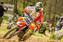 V elitní pětce průběžného pořadí mistrovství Evropy se po třech podnicích drží mladý jezdec Orionu Jonáš Nedvěd.