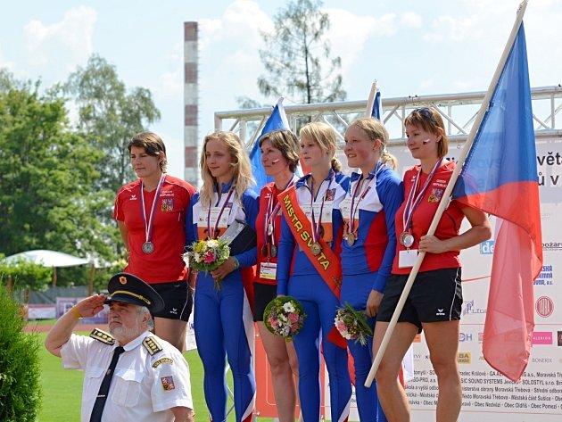 Na mistrovství světa dorostenců a juniorů v požárním sportu ve Svitavách se dorostenky postaraly o medaile.