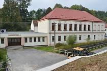 Mateřská škola v Radiměři letos dostala nový kabát. Řemeslníci vyměnili okna a celou budovu také zateplili. Foto: