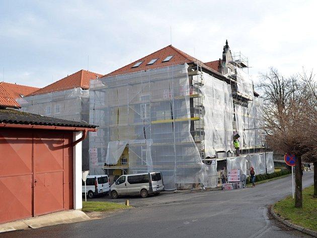 Zateplování budov SZTŠ a také úprava interiérů pro lepší výuku.