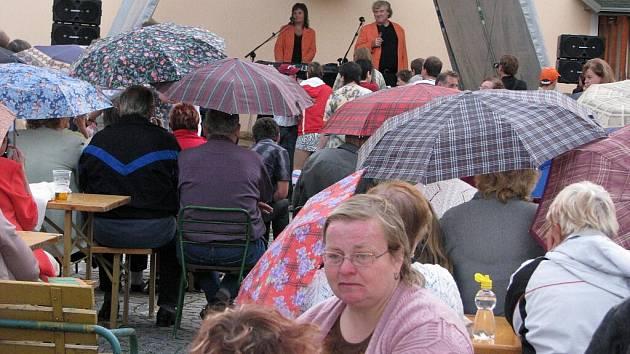 Koncert Evy a Vaška při příležitosti otevření Domova na rozcestí.