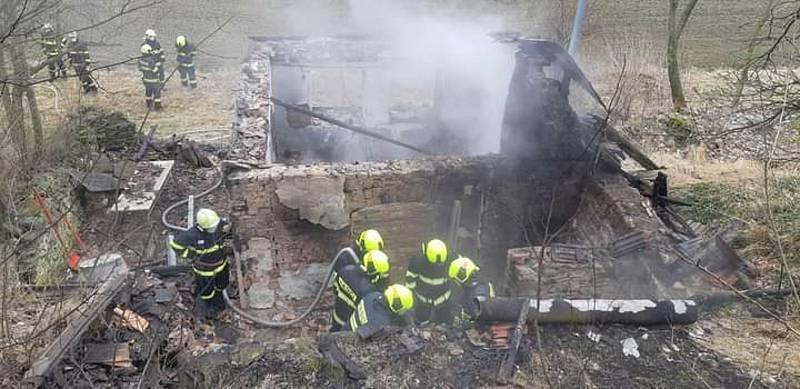 Hasiči o víkendu vyjížděli k dvěma požárům chat