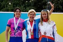 PAVLA BÁČOVÁ (první zprava) se na olympiádě v Itálii postavila  na stupně vítězů hned dvakrát.