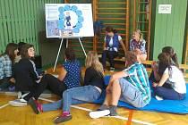 Již poosmé zorganizovala Střední zdravotnická škola Svitavy spolu se Státním zdravotnickým ústavem v Praze interaktivní preventivní program Hrou proti AIDS.