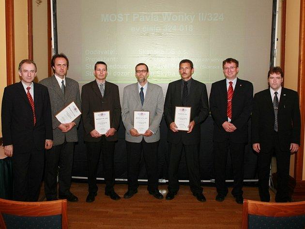 Vyhlášení nejzdařilejší stavby v Pardubickém kraji se zúčastnil také Josef Jílek (vpravo) z Moravské Třebové.