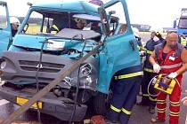 Střet nákladních vozidel.