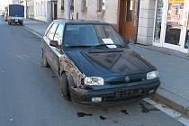 Se 2,27 promile alkoholu v dechu naboural řidič  do zaparkovaného vozu v Poličce.