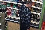 Policie vyhlásila pátrání po muži, který odjel od benzinové stanice ve Svitavách bez placení.