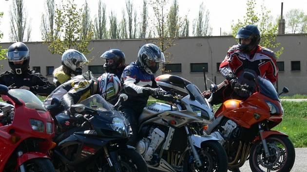 Sraz motorkářů v Janově.