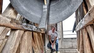 Historicky poprvé zaznělo v neděli 17. října v Čisté všech 5 zvonů současně. Nejprve zazvonily oba zvony z malé věže a k nim nejmenší z velké věže.