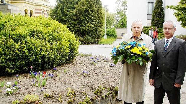 Místostarostové města Miloš Vízdal a Pavel Čížek uctili v neděli 8. května památku osvoboditelů.