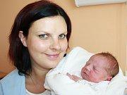TOMÁŠ DRAŽIL. Narodil se 7. července v 5.51 hodin. Vážil 3,7 kilogramu a měřil 51 centimetrů. S rodiči Šárkou a Petrem  a dvouletým bráškou  Petrem  bydlí v Dlouhé Loučce.