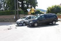Řidič nedal přednost automobilu z pravé strany.