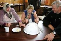 POKLADY z půdy vystavily seniorky v Pusté Kamenici. Lidé navíc viděli hezkou sbírku starých snímků.