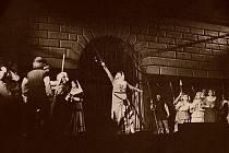 Provedení Dalibora na druhém nádvoří zámku v roce 1949.