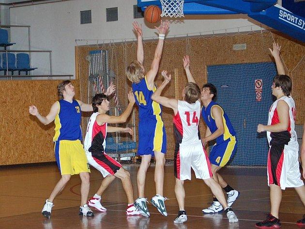 Basketbal Kakiš Svitavy – Sokol Hradec Králové.