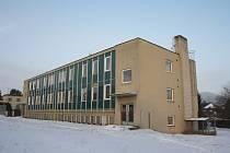 Budova školy půjde k zemi, rozhodli o tom zastupitelé. Na místě vzniknou parcely pro rodinné domy