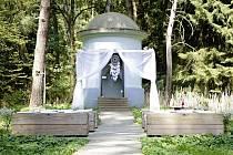 Premiérová svatba v lese.