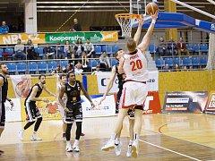 Dekstone Tuři Svitavy vs. ČEZ Basketball Nymburk (81:108).