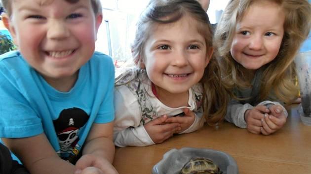 Děti za školky oslavily Den Země.