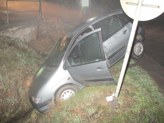 Z dopravní nehody.