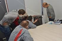 Městské služby v Litomyšli budou mít k dispozici nový dezinfekční přístroj, který je založený na využití tzv. suché mlhy.