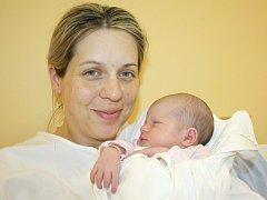 SÁRA BAŠKOVÁ. Holčička přišla na svět 7. dubna ve 2.58 hodin ve svitavské porodnici. Vážila 3,25 kilogramu a měřila 51 centimetrů. S rodiči Hanou a Martinem a šestiletým bráškou Adamem bydlí v Dolním Třešňovci u Lanškrouna.