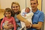 Matěj Hašek z Litomyšle se na celý svět poprvé rozkřičel 29. listopadu v 5.54 hodin. Mamince Elišce, tatínkovi Martinovi a dvouleté sestřičce Terezce se představil s 3850 gramy a 51 centimetry.