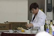 DIVA U SPORÁKU. Dagmar Pecková vaří ráda a dobře. V Litomyšli z kuchtění udělala velkou show.