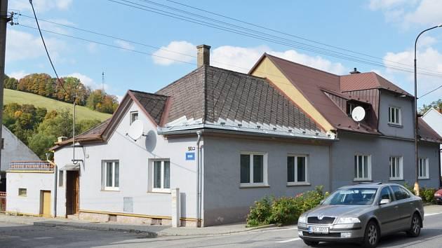 Září 2013. Na okraji jedné z uliček v Březové nad Svitavou žila pětaosmdesátiletá žena.Navštívil muž, kterého znala už jako kluka. Netušila, jaký má úmysl.